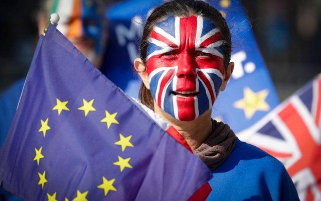 Нерешимость Brexit удерживает фунт от полного краха